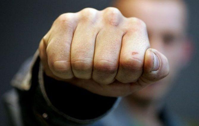 «Настоящий боксерский поединок» — два популярных ведущих подрались прямо во время эфира