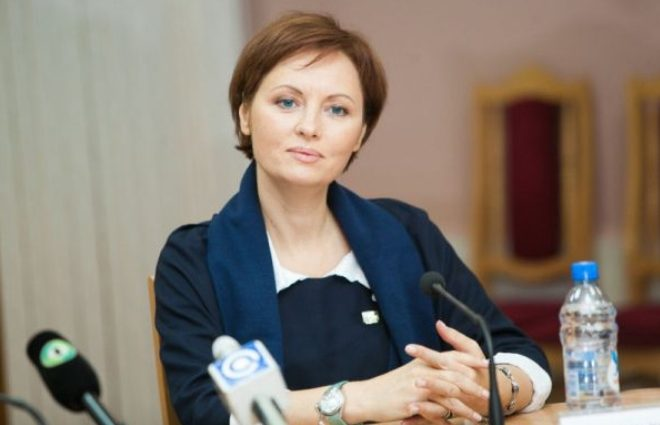 Елена Ксенофонтова опять оказалась в центре скандала: муж звезды пытается отобрать у нее квартиру
