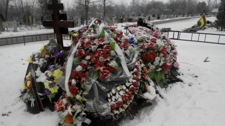 «Спустя день после похорон ее семьи…»: Умерла звезда популярных сериалов