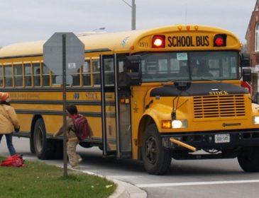 Школьный автобус врезался в стену: есть пострадавшие