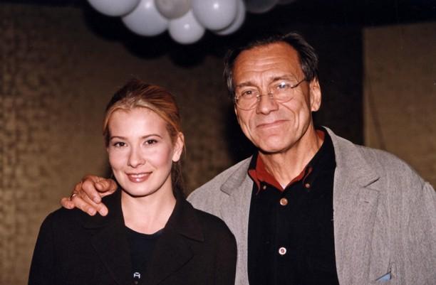 «Лицом к лицу…»: Юлия Высоцкая показала романтическое фото с мужем. Они излучают любовь