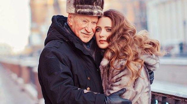 Молодая жена Краско покинула Россию после скандала