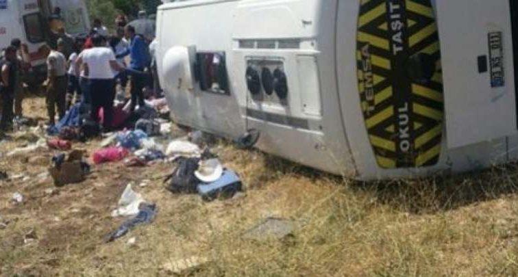 Туристический автобус врезался в деревья: есть пострадавшие