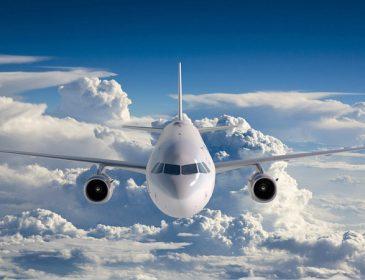 Самолет сьехал со взлетной полосы: пассажиры эвакуированы