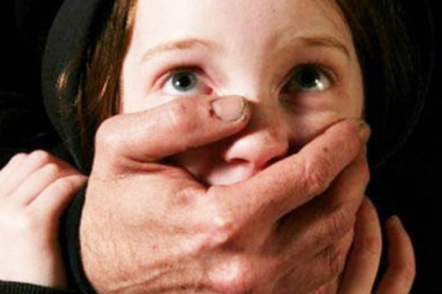 «Исчез в ванной комнате и появился голый»: известная актриса рассказала, как ее изнасиловали в 12 лет