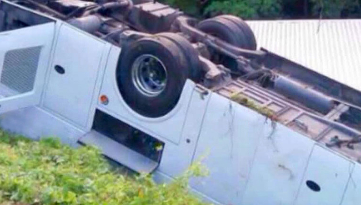 Микроавтобус упал в ущелье: пострадавшие госпитализированы
