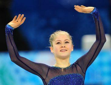 «Возвращается на лед» —   Пережившую анорексию Липницкую с важным заявлением рвут на части
