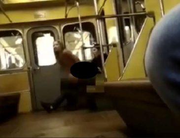 В России пара занялась любовью прямо в вагоне метро. Только посмотрите, что делали пассажиры (Видео+18)