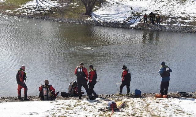 «Решила перебраться вперёд, задев ручник»: отец погиб, спасая дочь из тонувшего автомобиля