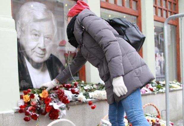 «Не простили»: старшая дочь и бывшая жена не пришли на похорон Табакова