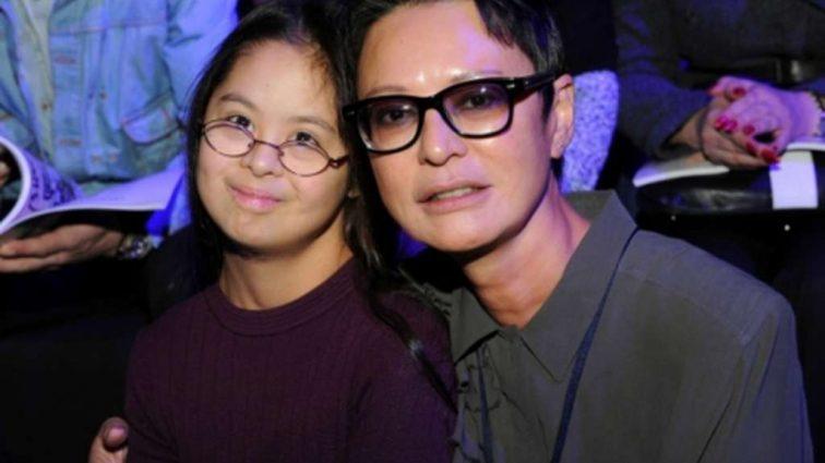 «Я хочу стать знаменитой, как моя мама»: дочь Хакамады рассказала о своей жизни