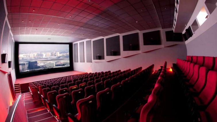 «Голова застряла под сиденьем»: мужчина умер во время просмотра фильма в кинотеатре