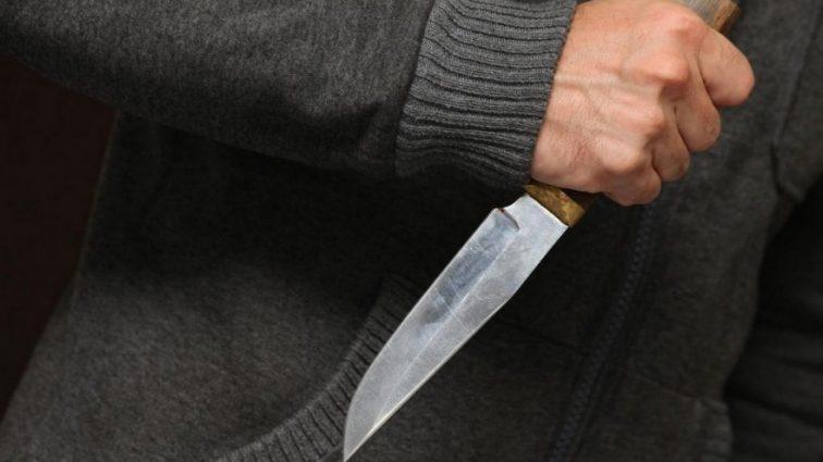 Мужчина совершил нападение на здание посольства: человек скончался на месте