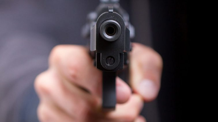 Жестоко расправился с семьей: мужчина серьезно ранил жену и убил детей