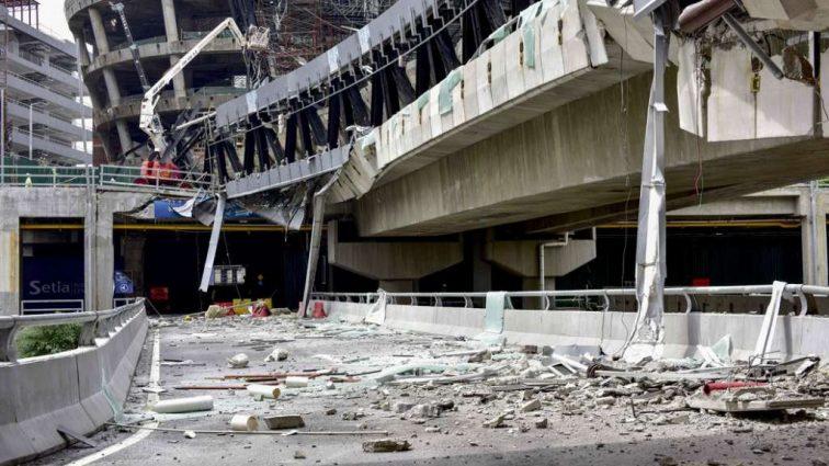Жуткое падение пешеходного моста: стали известны детали аварии