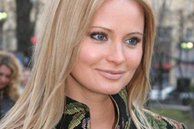 Попались голубки! Дану Борисову застукали за нежными поцелуями с женатым певцом