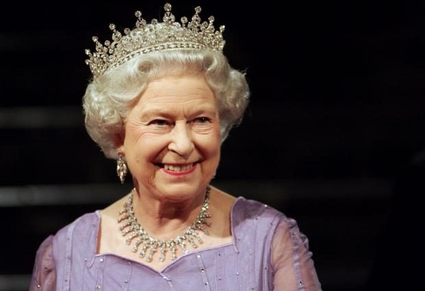 «В окружении народа и звезд»: посмотрите как Елизавета ІІ отпраздновала День Рождение
