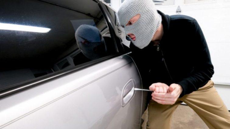«Мужчина ограбил машину и накупил детям мороженое»: детали забавной истории