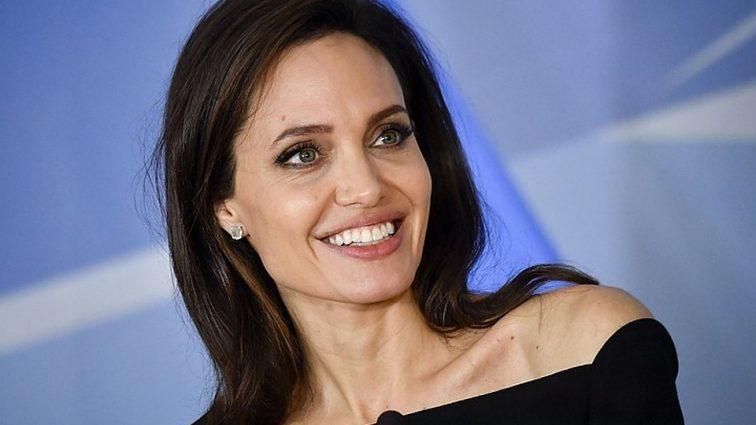 «Обнаружили в доме без сознания»: стало известно о госпитализации Анджелины Джоли