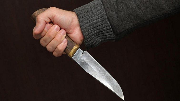 Школьник  попытался зарезать одноклассников и учительницу, а после — совершить самоубийство