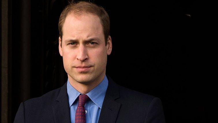 «Знакомо всем родителям новорожденных»: Принц Уильям уснул на церковной службе