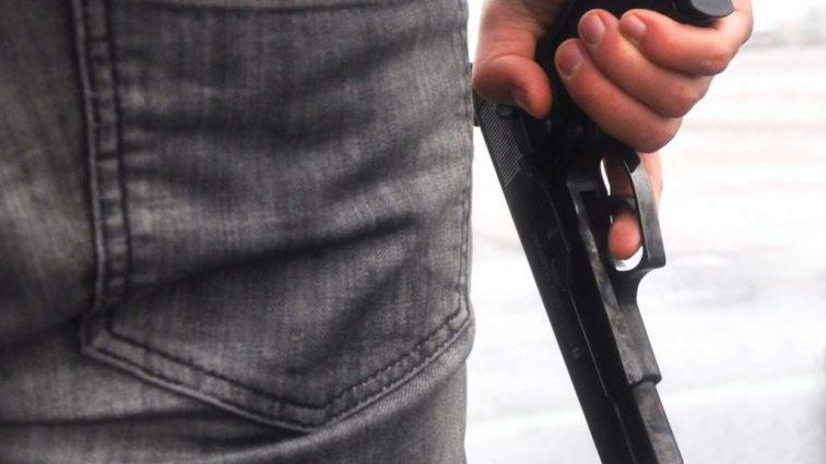 Отец застрели своего 13-летнего сына, подумав, что тот угнал его машину