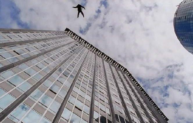 Известный участник «Евровидения» упал с высоты во время выступления