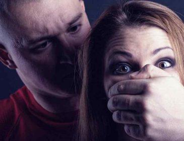 Футбольный тренер прямо посреди улицы изнасиловал молодую девушку