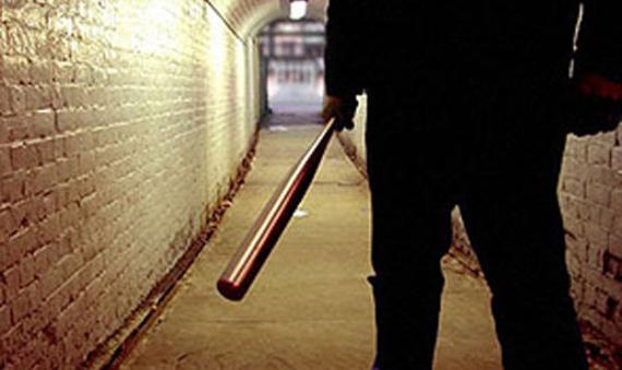 Ученик напал на директора у порога его дома