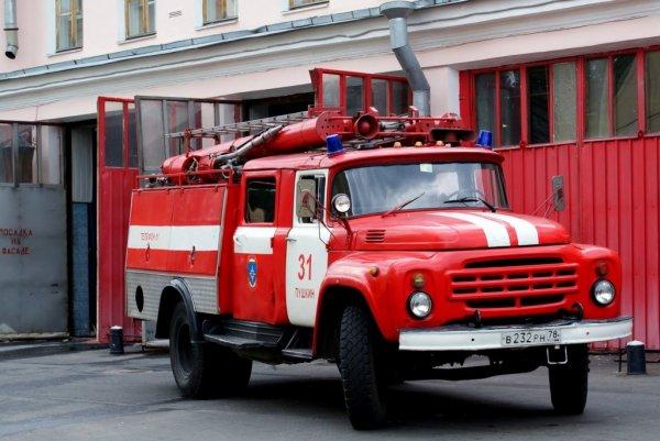 Здание в огне: Очередной пожар в торговом центре!