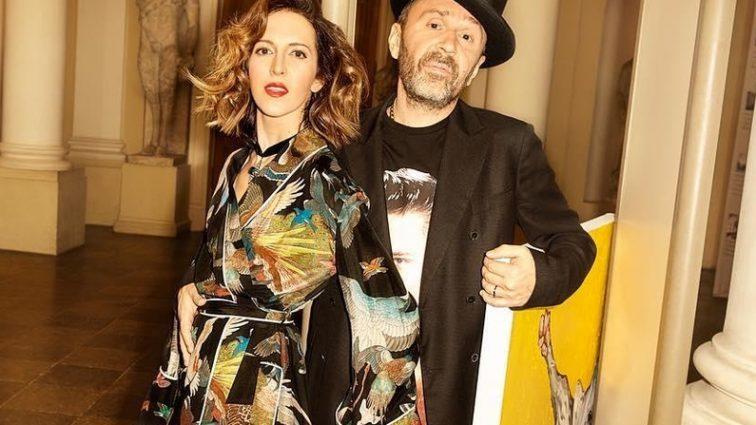 Стало известно почему музыкант Шнуров развелся с женой