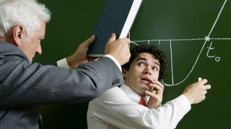 Учитель оскорблял детей: ему пожизненно запретили преподовать