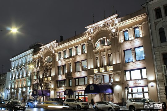 В центре Петербурга загорелся универмаг