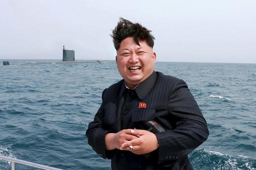 Не дал сфотографировать жену: Ким Чен Ын оттолкнул фотографа. Назревает скандал?