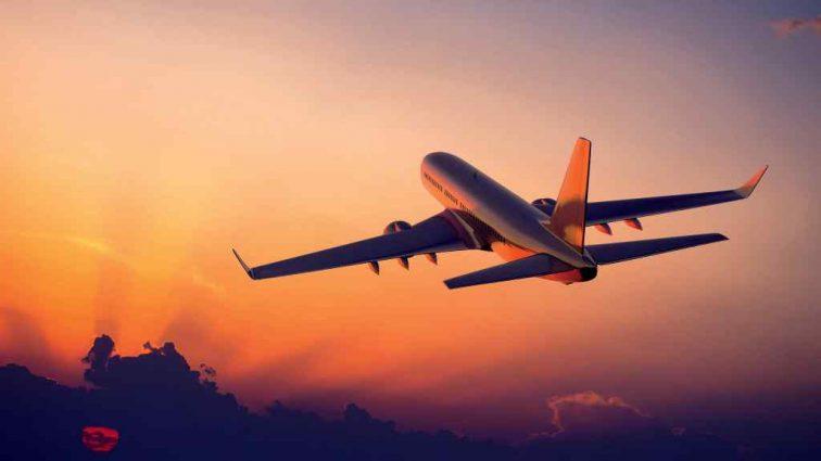 На борту было более 100 пассажиров. Самолет потерпел крушение при взлете