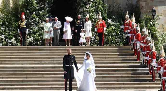 Меленькие принцесса Шарлотта и принц Джордж восхитили гостей на свадьбе принца Гарри