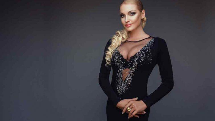 «О дочке подумайте»: поклонники критикуют Волочкову за новые откровенные фото