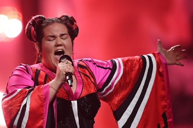 «Поехала вниз на пятой точке и…»: В Сети появилось видео падения победительницы «Евровидения» на лестнице
