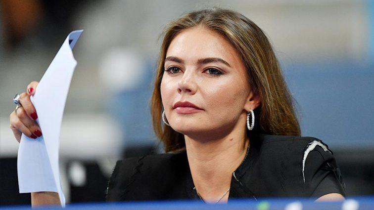 «Впервые за долгое время»: Кабаева поразила платьем с гербом России на груди