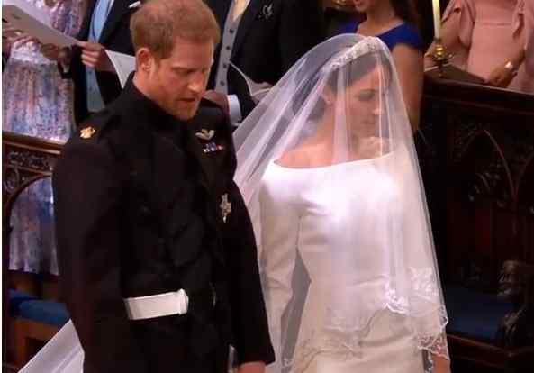Только взгляните, кто прибыл на свадьбу Гарри и Меган. Виктория Бекхем ошарашила всех!