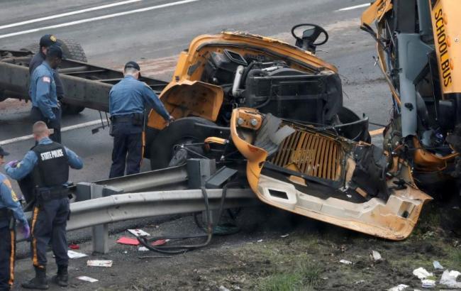 «Есть погибшие и покалеченные»: школьный автобус столкнулся с самосвалом