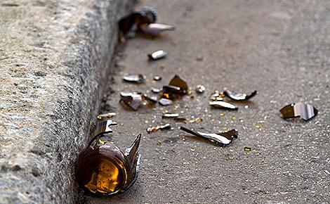 Известный музыкант покончил с собой, перерезав себе вены битой бутылкой из-под вина