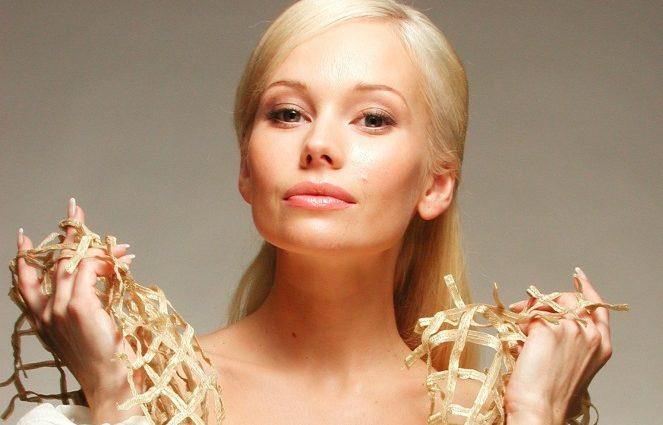 «Дважды причиной расставания были мамы ее избранников»: Все мужья и любовники актрисы Елены Кориковой