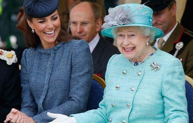 Королева Великобритании Елизавета ІІ наконец-то впервые увидела своего новорожденного правнука