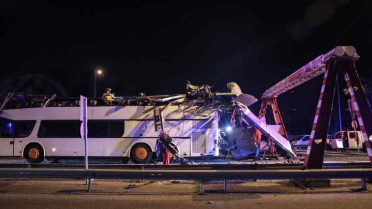 Водитель автобуса в Великобритании разбил 25 машин: есть пострадавшие