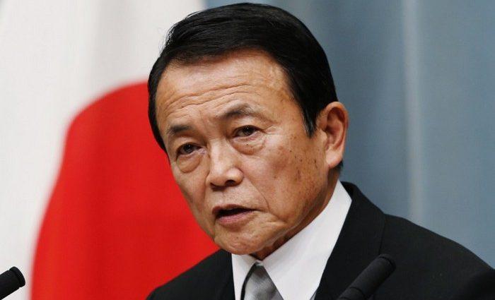 Вице-премьер Японии оказался в центре скандала. Население требует его немедленной отставки
