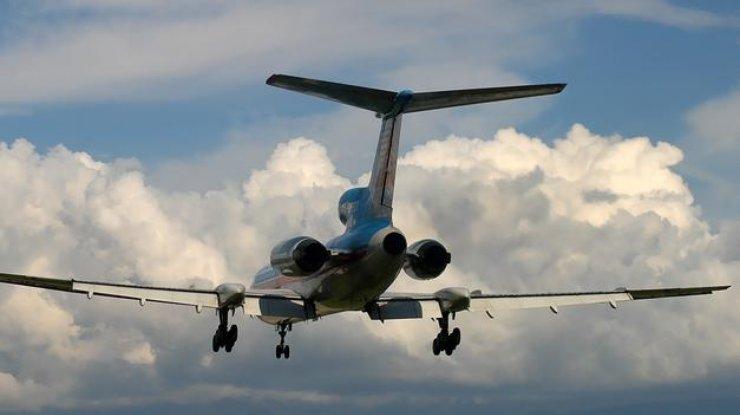 Прямо в воздухе самолет начал распадаться!