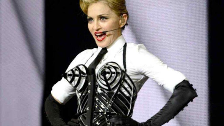 «Абсолютная безвкусица»: дочь Мадонны удивила Сеть небритыми подмышками