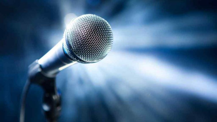 Известная российская певица попала под обстрел на гастролях за границей