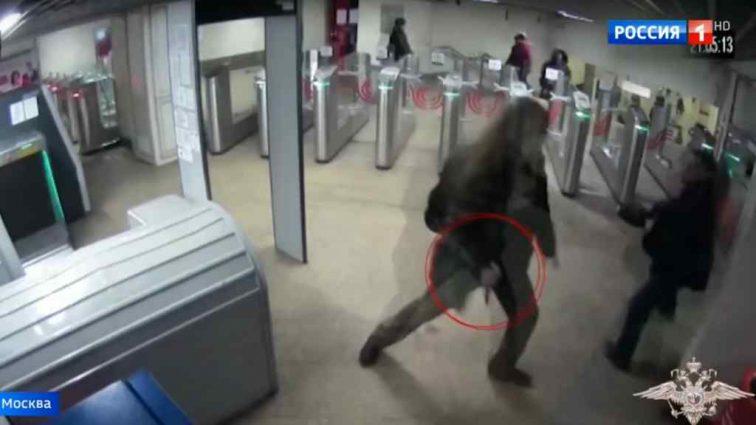 Ужасное нападение в московском метро. Человек со скальпелем набросился на пассажира